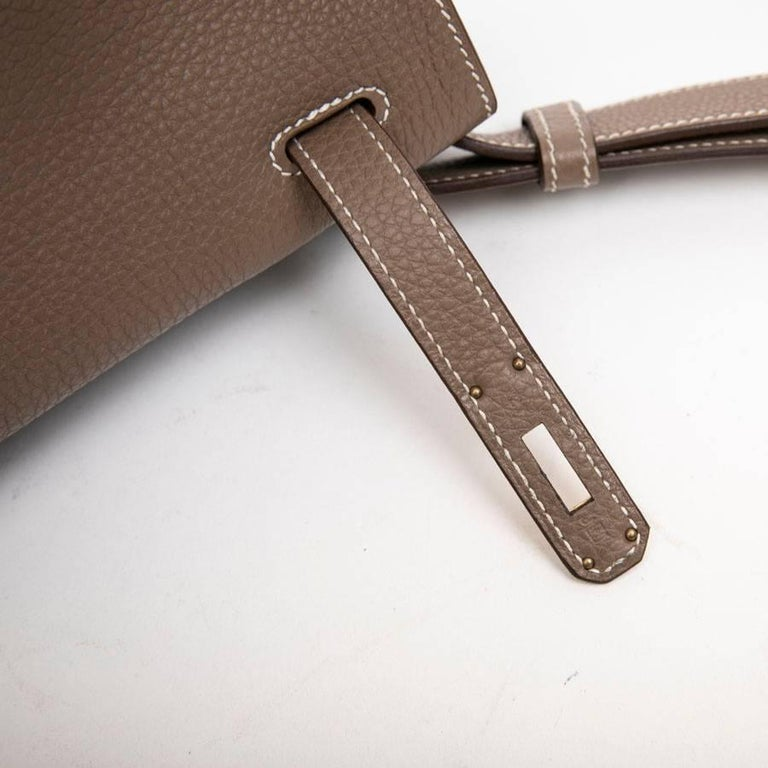 HERMES So Kelly Bag in Etoupe Clémence Taurillon Leather For Sale 9