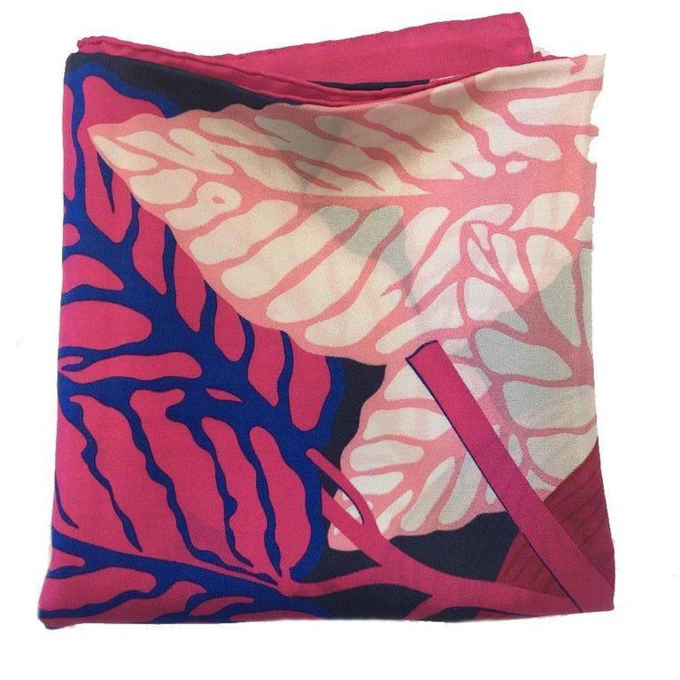 HERMES Large Scarf 'Les Perroquets' in Pink, Navy and Blue Silk In New Condition For Sale In Paris, FR