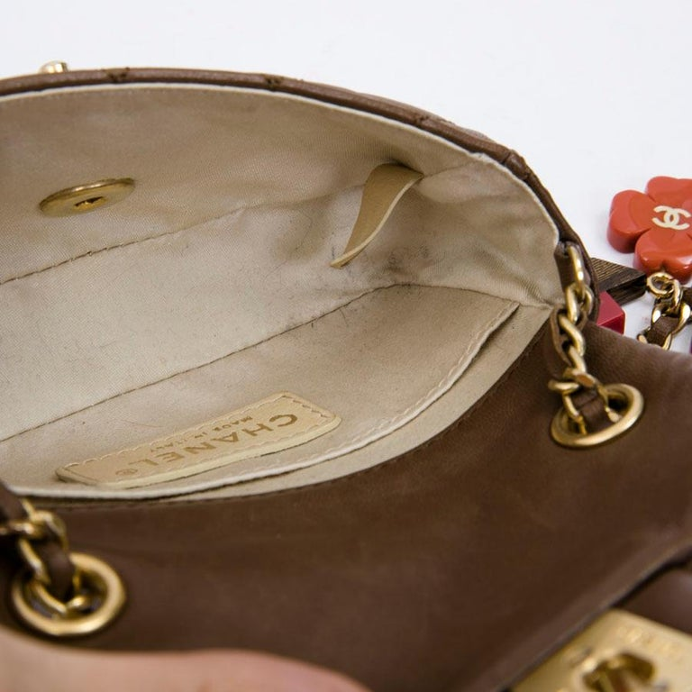 CHANEL Mini Bag in Light Brown Lamb Leather 8