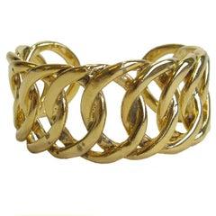 CHANEL Vintage Cuff Bracelet in Golden Metal Braided Chain