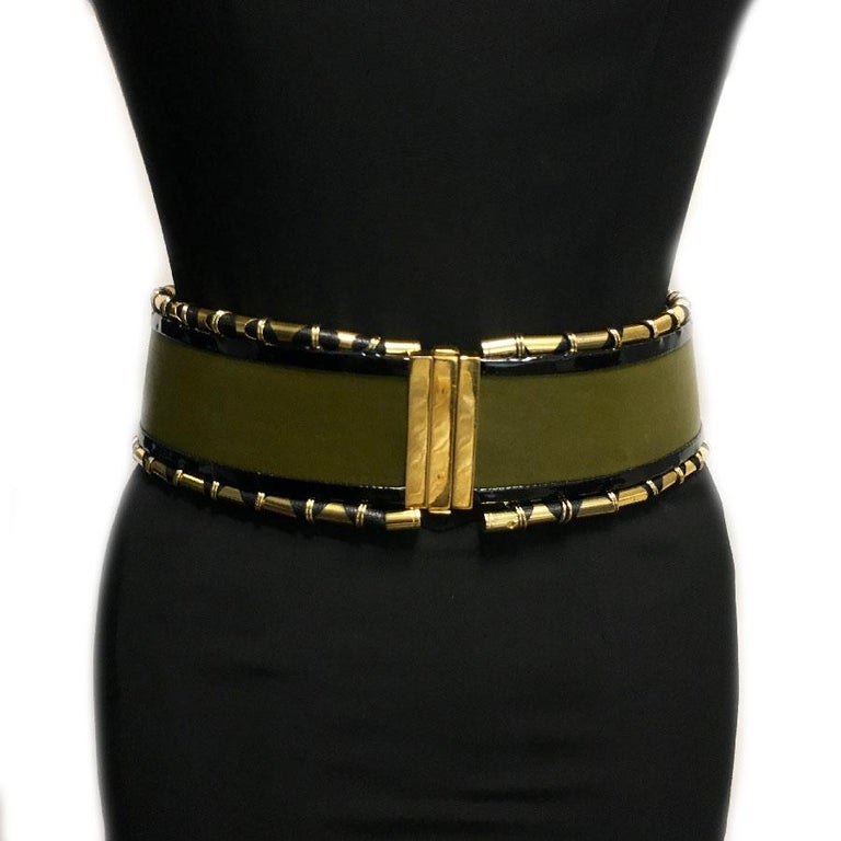 Very beautiful Balmain belt, wide, high waist, in khaki green leather, black patent leather and golden metal tubes.   Interior in natural leather. Clasp in gold-plated metal.  Made in France. Size 40 in very good condition. A tiny scratch on the