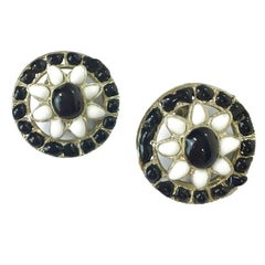 CHANEL Vintage Clip-on Earrings in Black and White Molten Glass