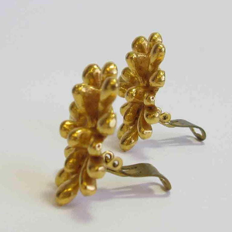 CHRISTIAN LACROIX Vintage Clip-on Earrings in Gilt Metal In Good Condition For Sale In Paris, FR