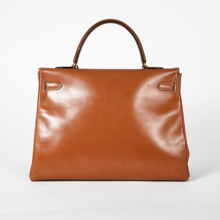 HERMES Vintage Kelly 35 Bag in Caramel Box Leather In Good Condition In Paris, FR