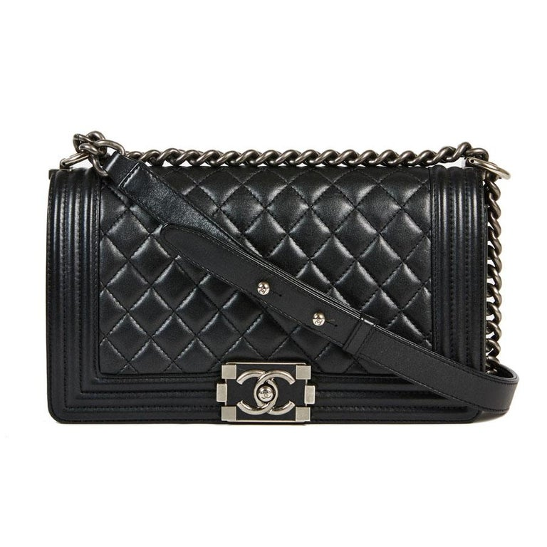 f4dde913bed CHANEL Boy Bag in Black Quilted Lambskin For Sale at 1stdibs