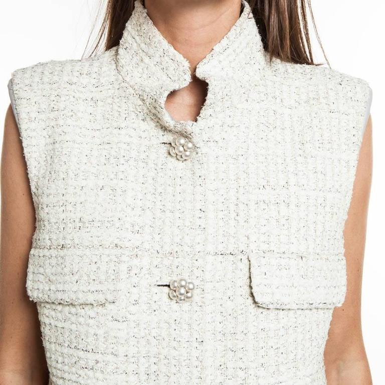 Women's  CHANEL Sleeveless Dress T 42FR in Cream Painted Tweed  For Sale
