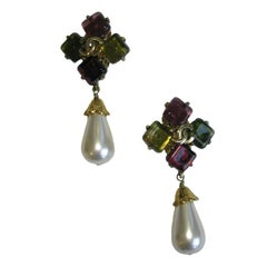 Vintage CHANEL Clip-on Earrings in Gilded Metal, Pearl and Fantasy Stones