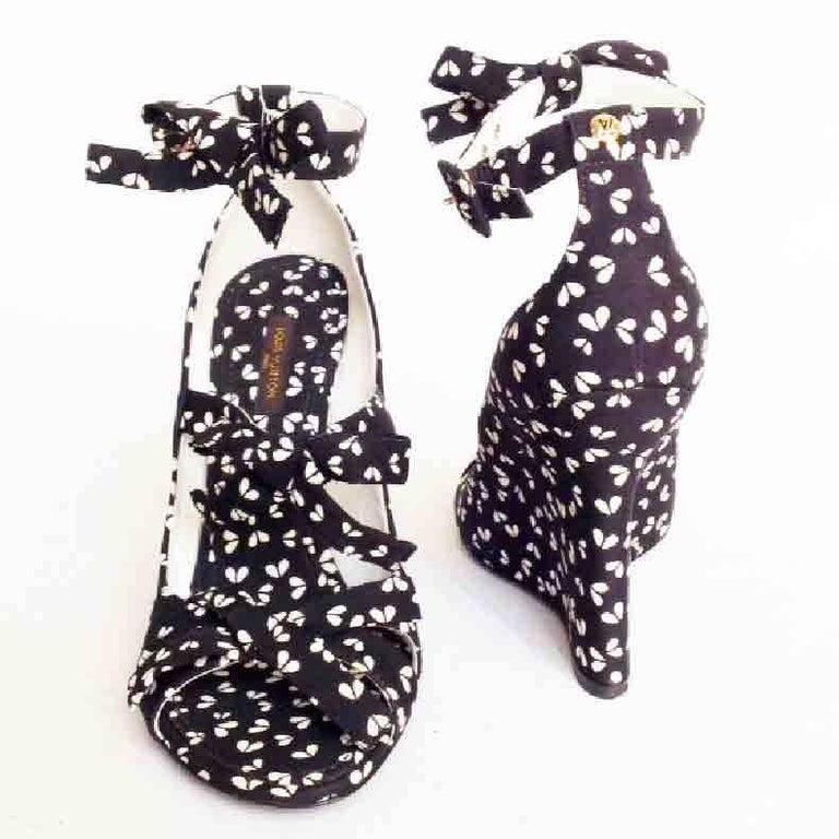 Black LOUIS VUITTON Open Toes Wedge Pumps in Printed Canvas For Sale