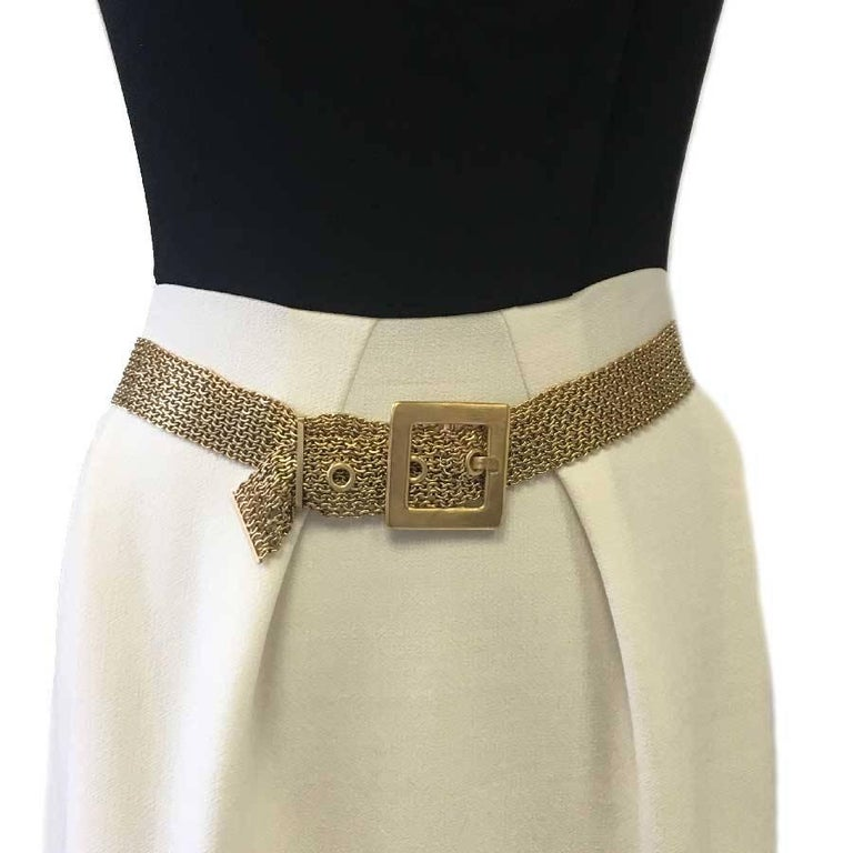 Very beautiful Chanel 9 chains belt in gold metal. CHANEL inscribed on the buckle.  Fall 2007 collection, made in France. In very good condition.  Dimensions: total length: 93 cm, at the shortest: 80.5 cm, in the middle: 83 cm, at the longest: 86.5