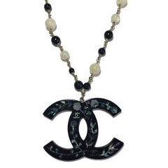 CHANEL CC Pendant Necklace in Black Resin, Pearls and Gilded Metal Chain