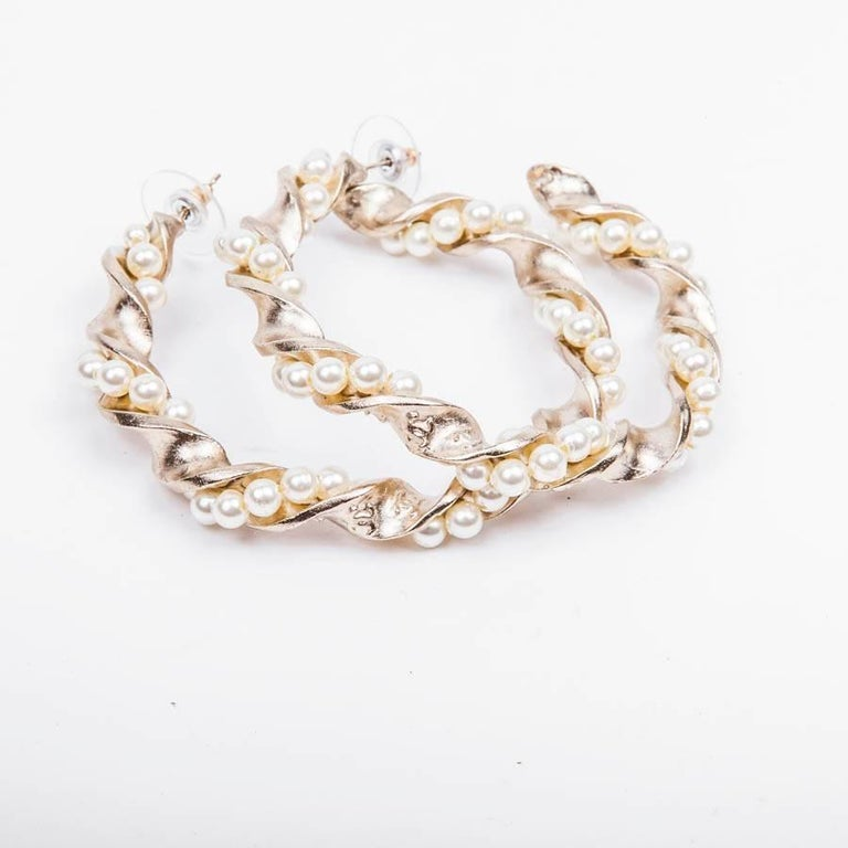 Chanel hoop earrings in gilded metal and pearls  In very good condition. Made in France.  Dimensions: loop height 6 cm, diameter 5 cm  Will be delivered in their CHANEL box