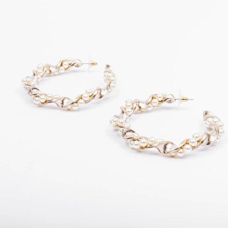 Women's Chanel Gilded Metal and Pearls hoop earrings For Sale