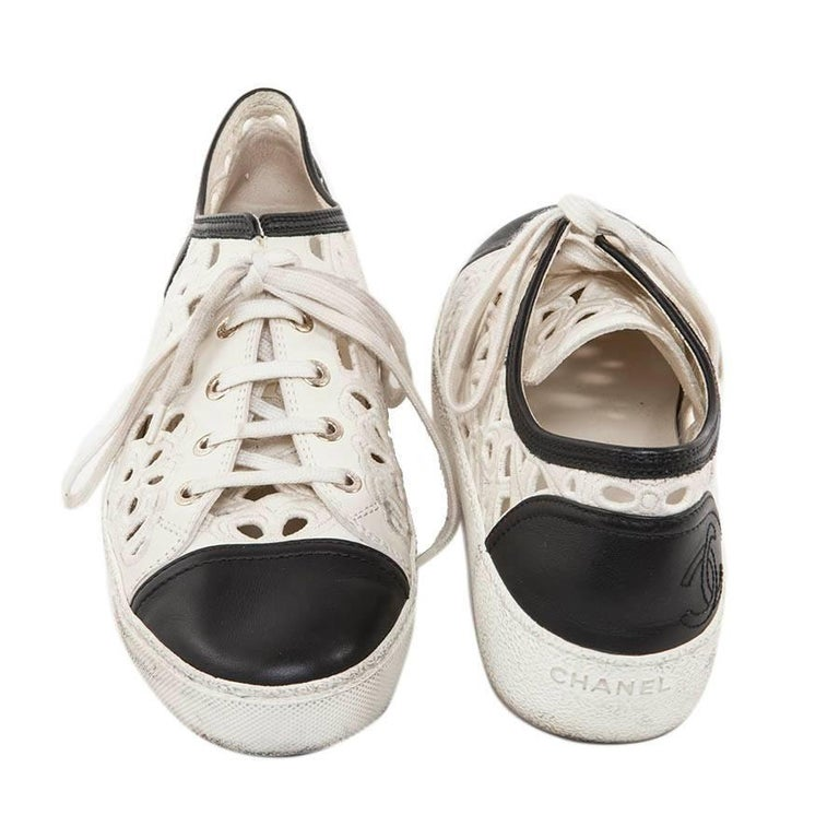 CHANEL Sneakers in White and Black Leather and Embroidery Size 39.5