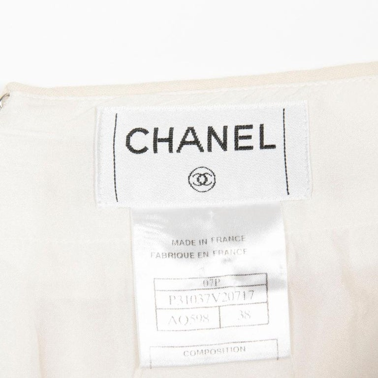 CHANEL Short Skirt in Cream Wool Size 38FR For Sale 3