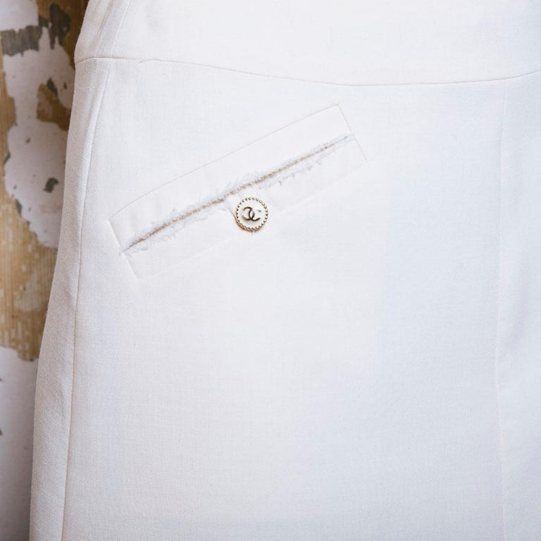 CHANEL Short Skirt in Cream Wool Size 38FR For Sale 2