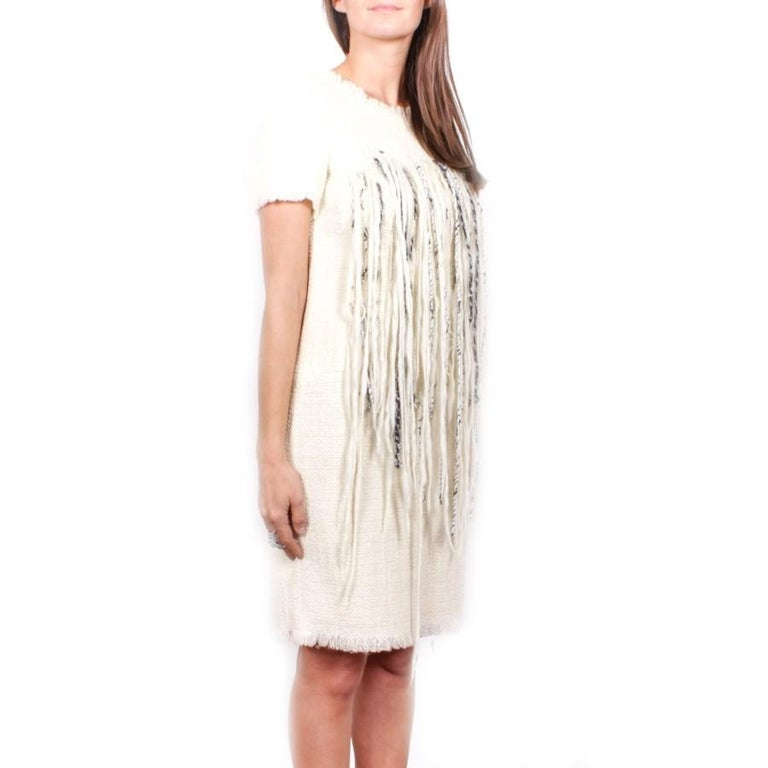 Chanel dress in cream tweed embroidered with tiny pearly pearls, short sleeves embroidered on the bust of long threads of cream, black and white wool. Size 42FR  2010 collection, runway in Soho New York (see photo).  It closes in the back with a