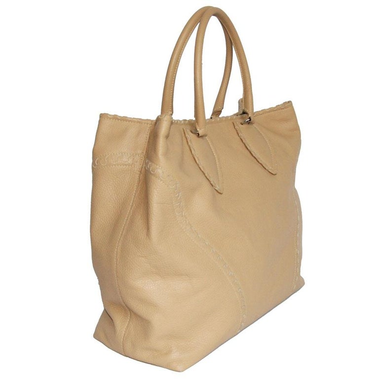 Women's ALAÏA Large Tote Bag in Beige Grained Leather For Sale