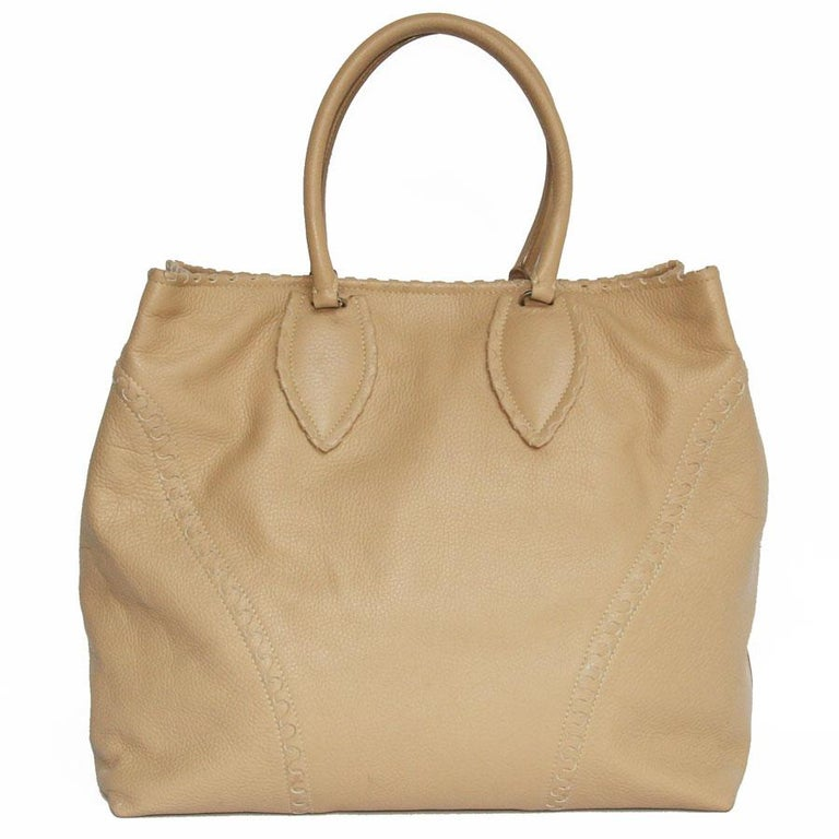 ALAÏA Large Tote Bag in Beige Grained Leather In Good Condition For Sale In Paris, FR