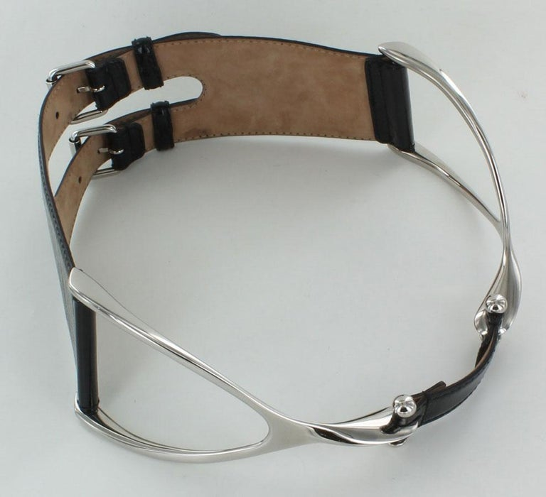 ALEXANDER MCQUEEN Large Belt in Black patent Leather Size 75 In Good Condition For Sale In Paris, FR