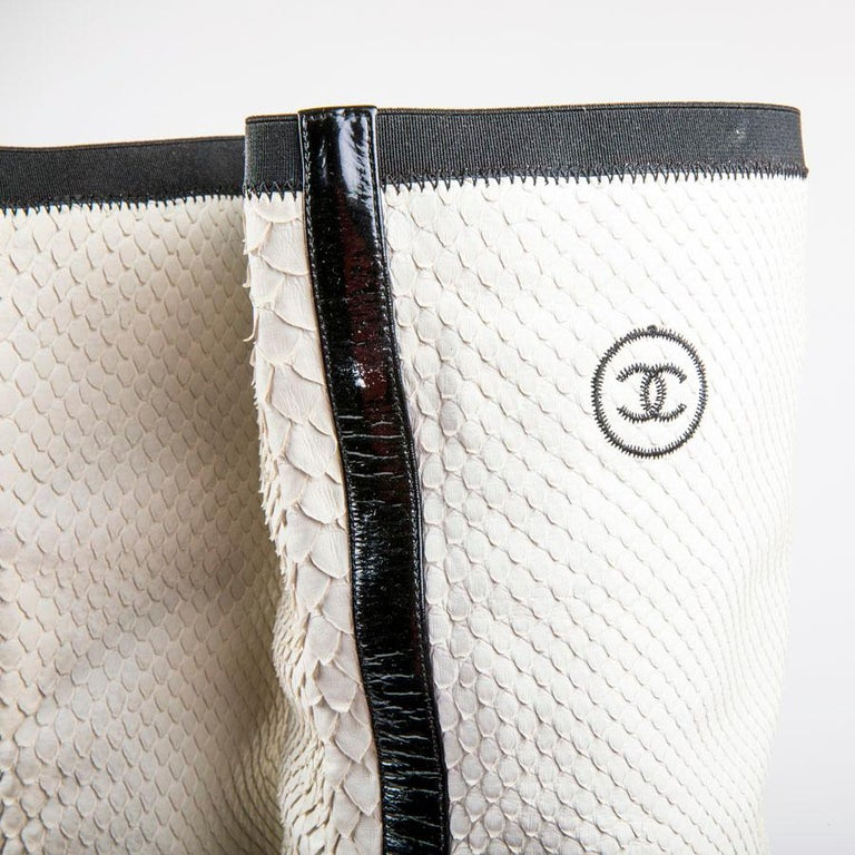 CHANEL Thigh Boots in White Python Leather Size 37FR In Excellent Condition For Sale In Paris, FR