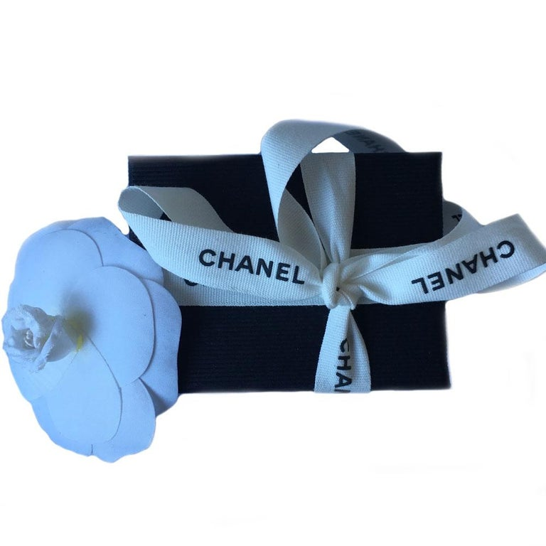 Chanel CC Brooch in Tricolor Metal Diamond Tips For Sale 1