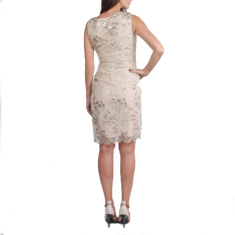 VALENTINO Sleeveless Cocktail Dress in Silver Lace Embroidered with Sequins 36FR In Good Condition For Sale In Paris, FR