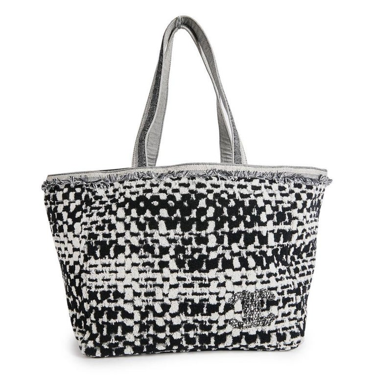 97177b28e6a3 Women s CHANEL Beach Bag in Black and Gray Terry Cloth with a Tweed Effect  For Sale