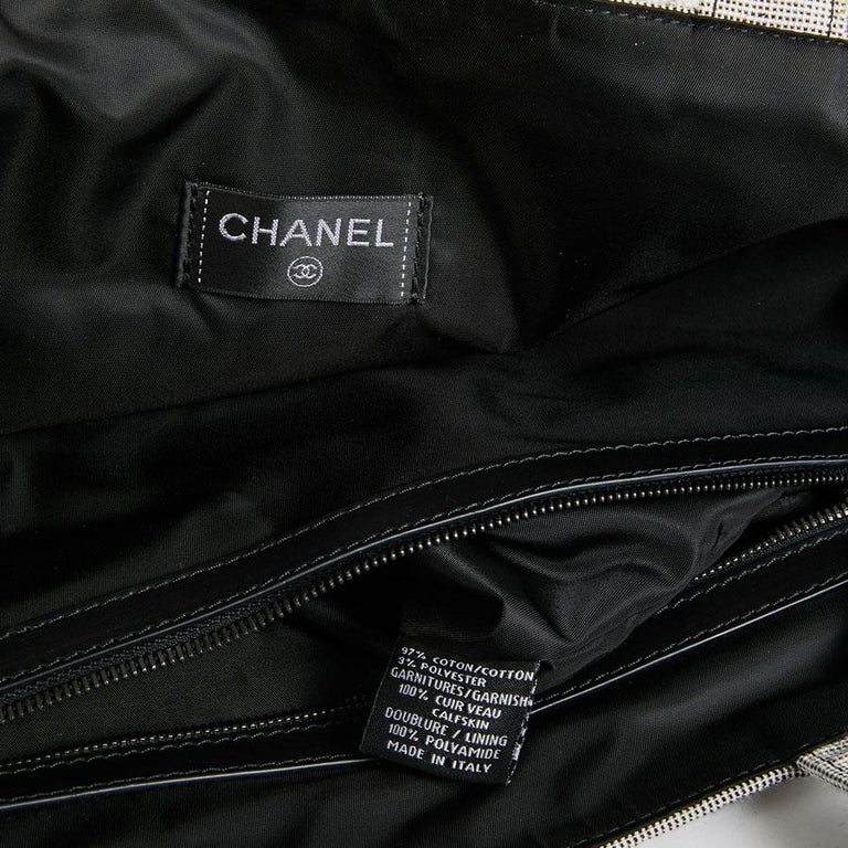 b8845e30a75a CHANEL Beach Bag in Black and Gray Terry Cloth with a Tweed Effect For Sale  8