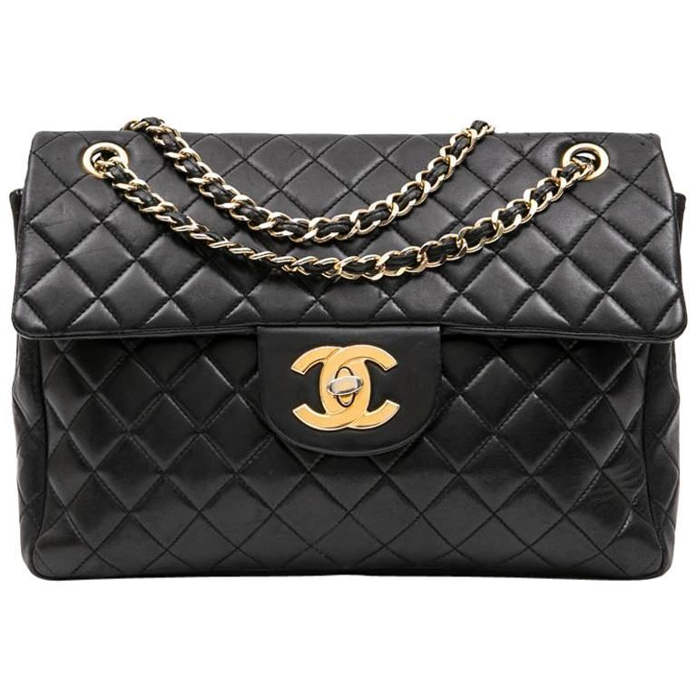 CHANEL Vintage Jumbo Bag in Black Quilted Lambskin Leather For Sale