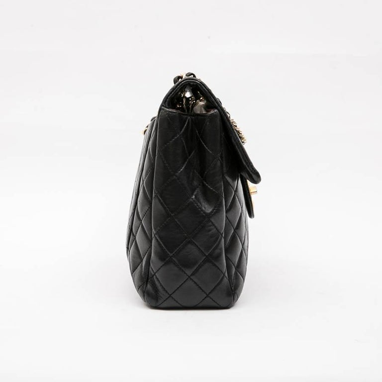 Women's CHANEL Vintage Jumbo Bag in Black Quilted Lambskin Leather For Sale