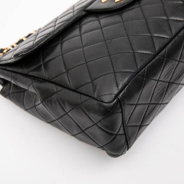 CHANEL Vintage Jumbo Bag in Black Quilted Lambskin Leather For Sale 3