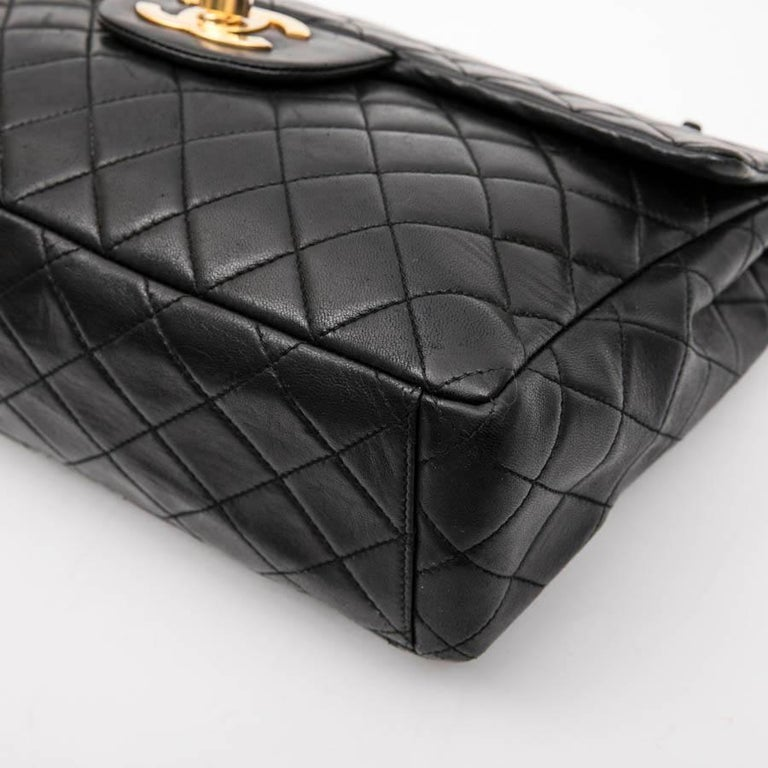 CHANEL Vintage Jumbo Bag in Black Quilted Lambskin Leather For Sale 4