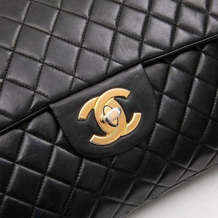 CHANEL Vintage Jumbo Bag in Black Quilted Lambskin Leather For Sale 5