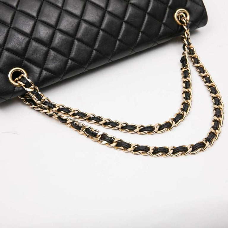 CHANEL Vintage Jumbo Bag in Black Quilted Lambskin Leather For Sale 6