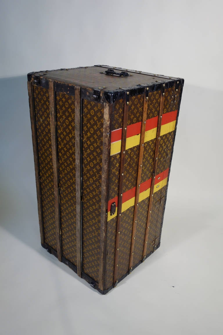 louis vuitton monogramme courrier trunk malle courrier at 1stdibs. Black Bedroom Furniture Sets. Home Design Ideas