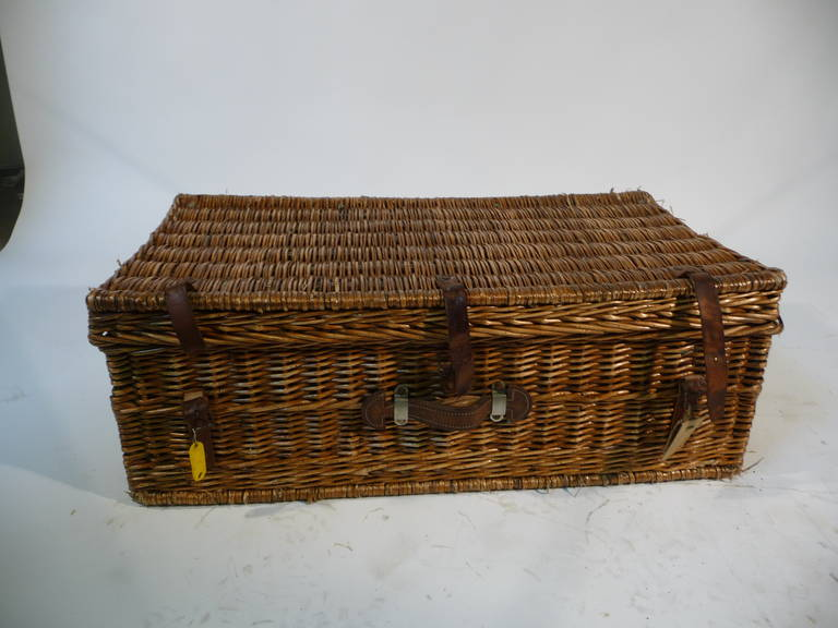 Basket Wicker Picnic Trunk for 12 Guests 1930s or Malle Pique-Nique 2