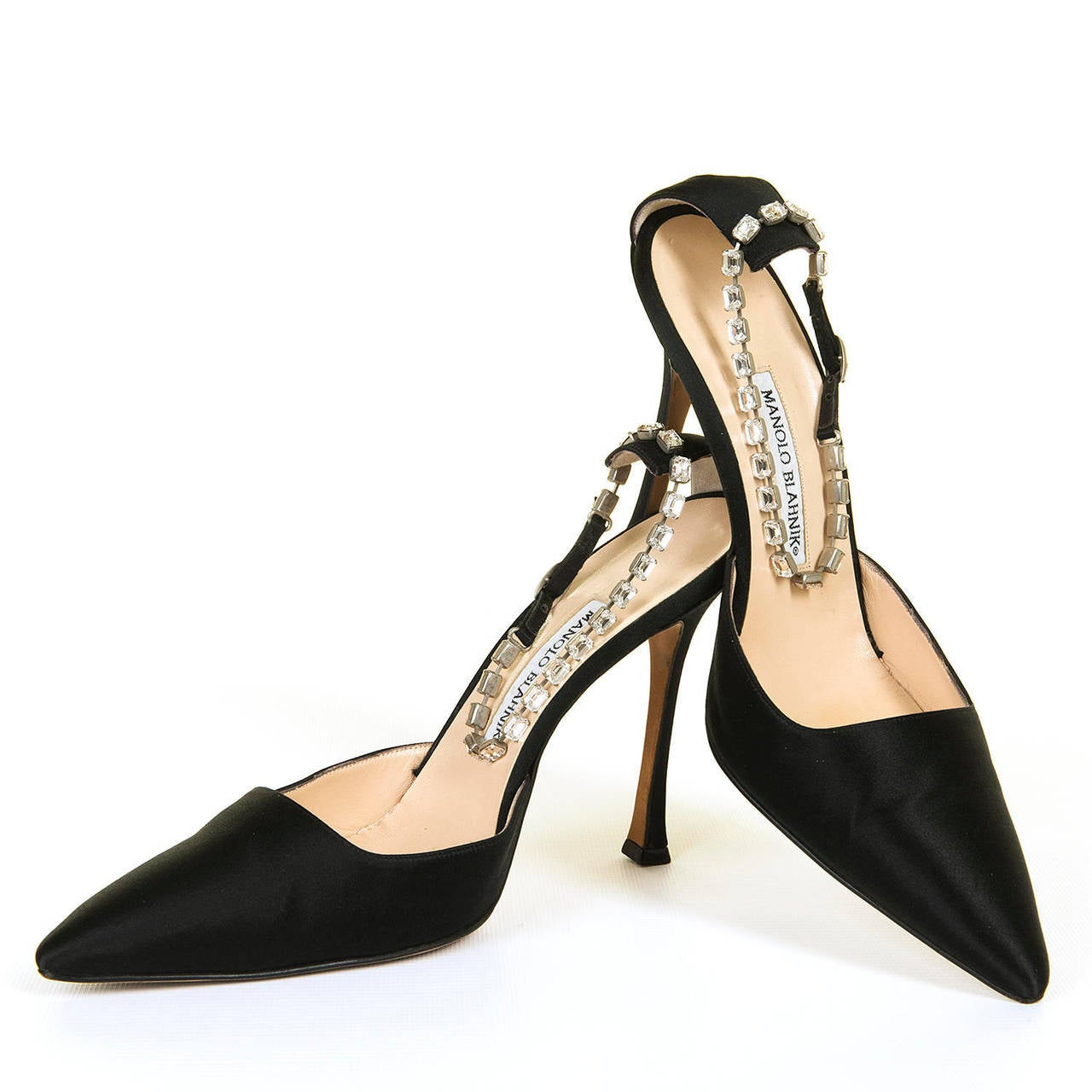 Important manolo blahnik shoes and matching bag in black for Shoe designer manolo blahnik