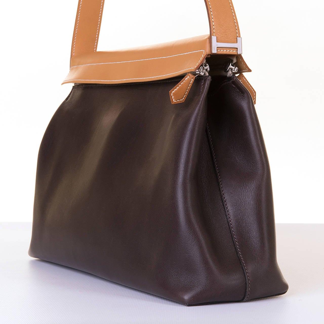 a rare and 39 tres chic 39 hermes vintage shoulder bag in choc brown at 1stdibs. Black Bedroom Furniture Sets. Home Design Ideas