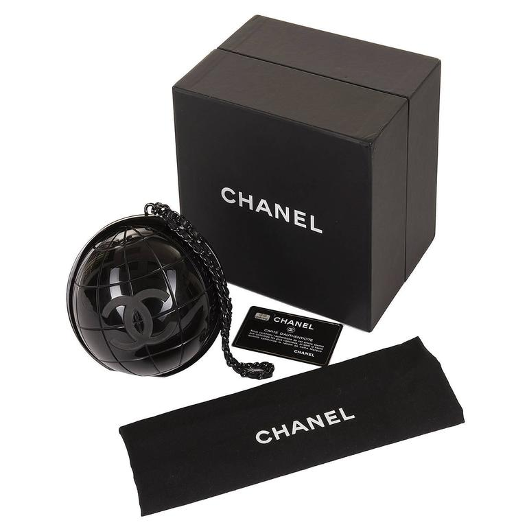 VERY RARE Chanel Limited Edition Runway 'CC' Logo Black 'Globe' Minaudière 5