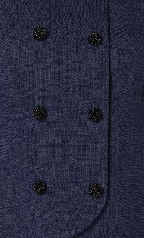 Balenciaga haute couture navy skirt suit, circa 1963 In Excellent Condition For Sale In London, GB