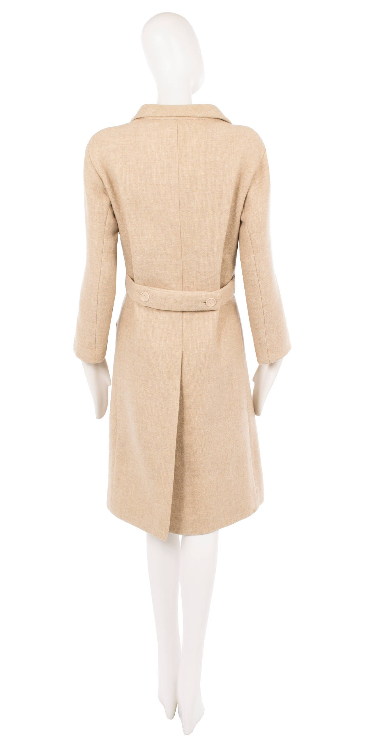 Balenciaga haute couture oatmeal wool coat, circa 1968 In Excellent Condition For Sale In London, GB