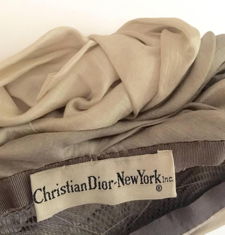 1950s Christian Dior Draped  and Pleated Silk  Ombre Beige Turban Hat  For Sale 2