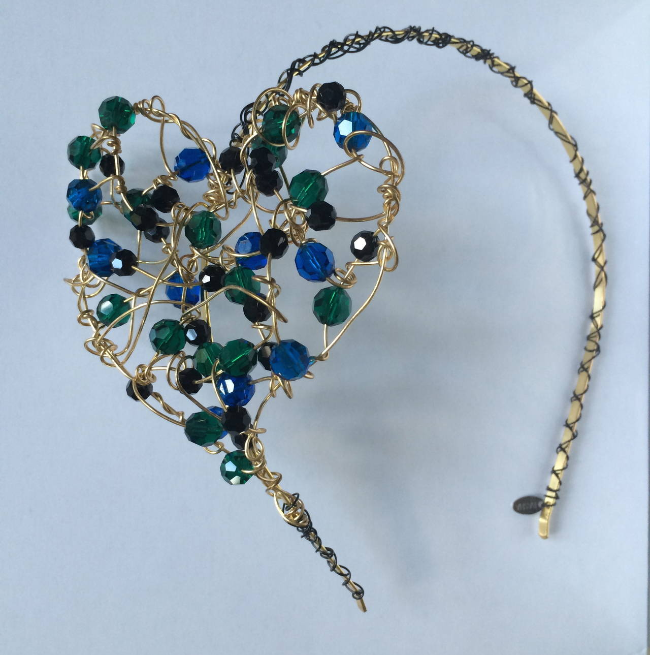 Heart Headpiece In New Never_worn Condition For Sale In Boca Raton, FL