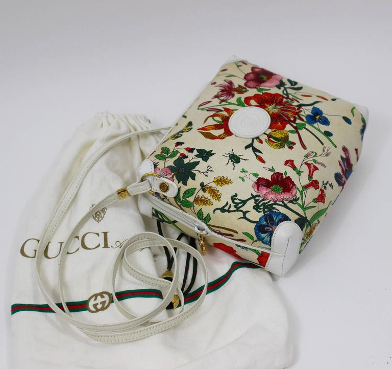 3b283bdfa21aa2 Vintage Gucci Floral Canvas White Leather Cross Body Shoulder Bag Purse In  Excellent Condition For Sale