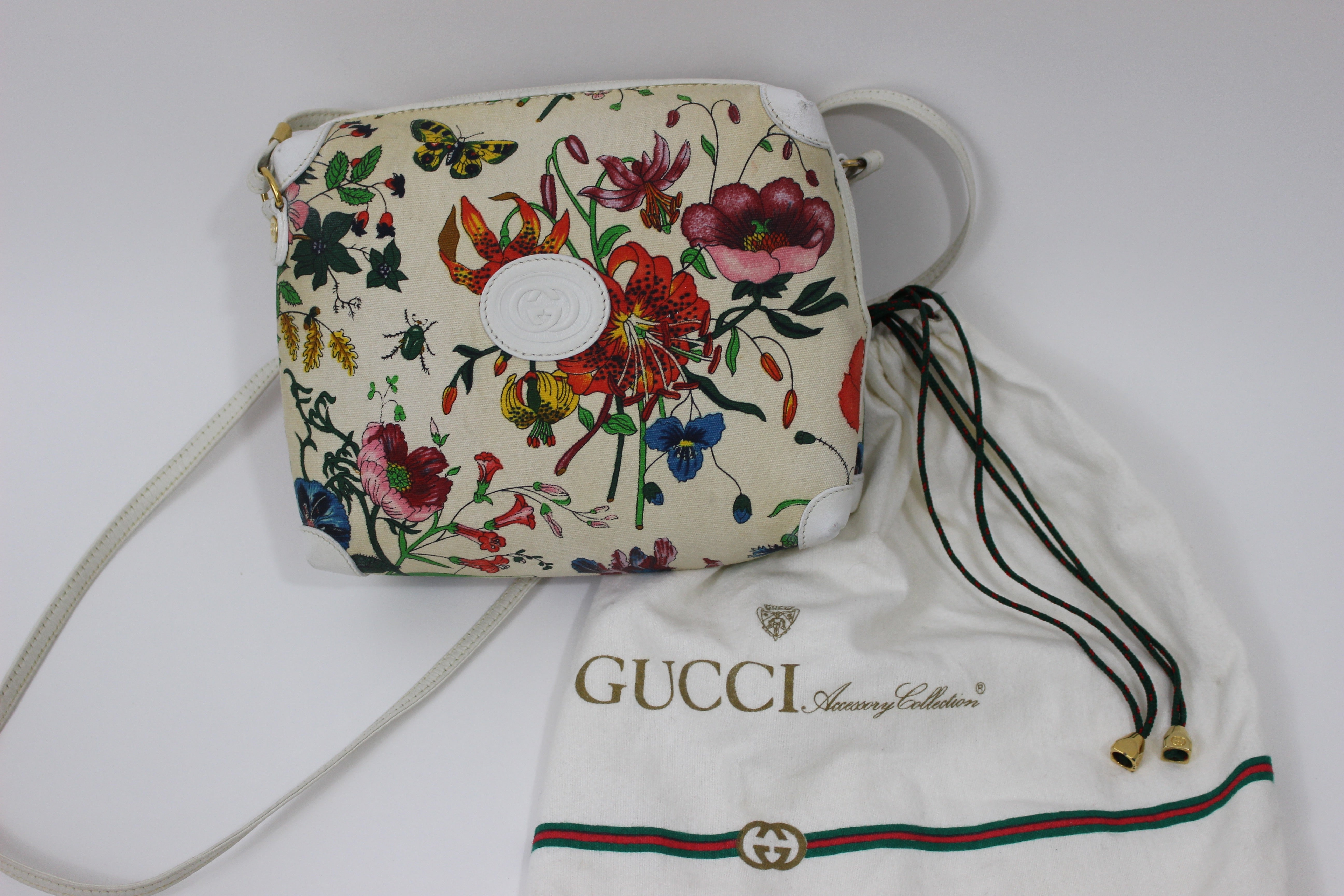 525664f0b0c8 Vintage Gucci Floral Canvas White Leather Cross Body Shoulder Bag Purse at  1stdibs
