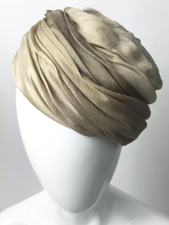 1950s Christian Dior Draped  and Pleated Silk  Ombre Beige Turban Hat  For Sale 3