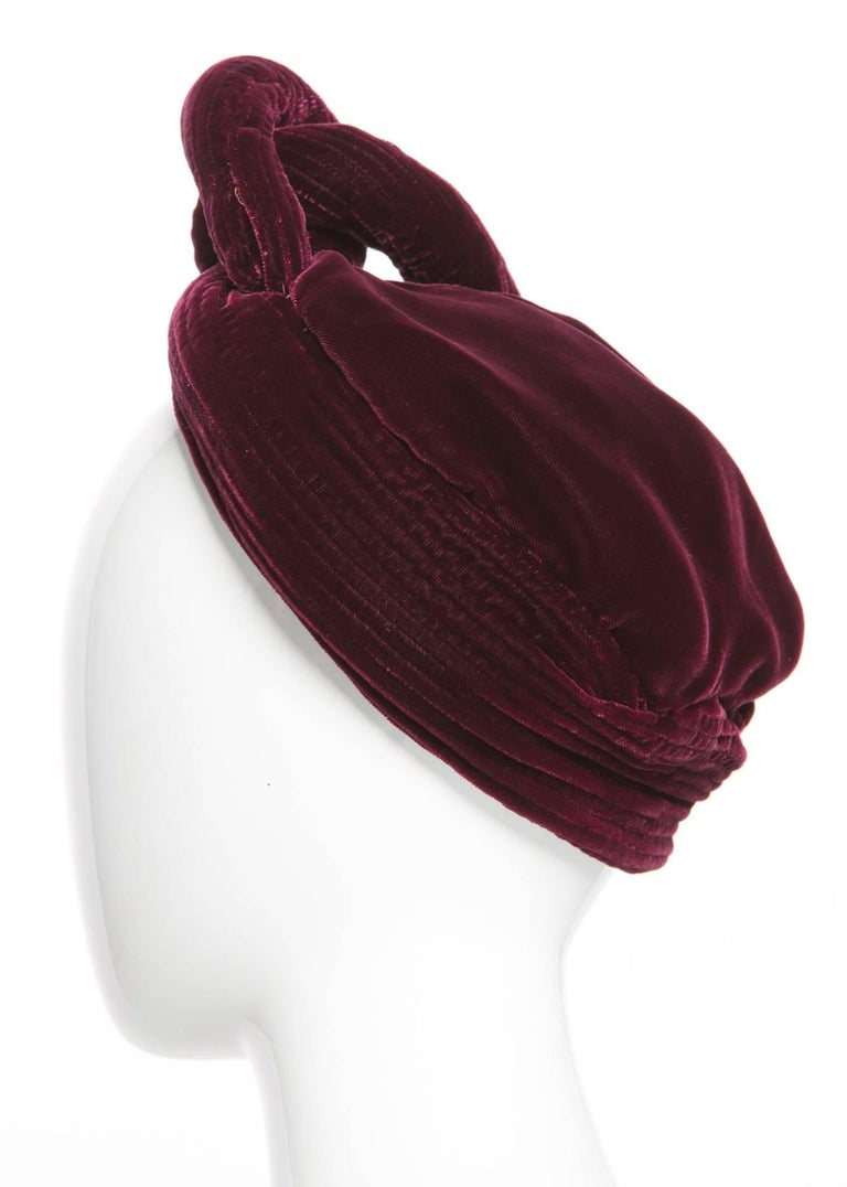 1930s Vintage Velvet Bordeaux Sculptural Turban Hat In Excellent Condition For Sale In Boca Raton, FL