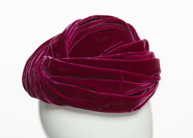Women's 1930s Hattie Carnegie Original Raspberry Pink Velvet Turban Hat For Sale