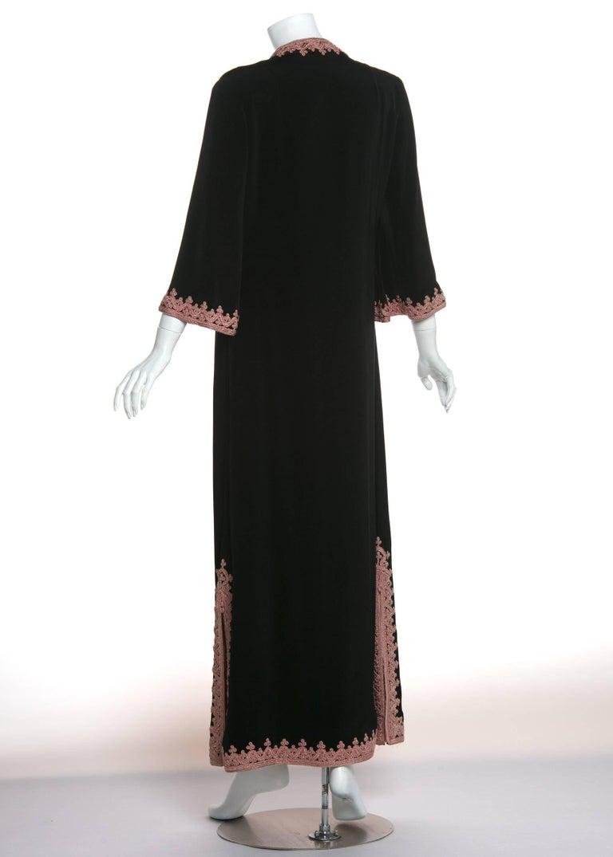 Women's 1970s Vintage  'De Velasco Boutique, Tanger' Black Silk Pink Embroidered Caftan For Sale