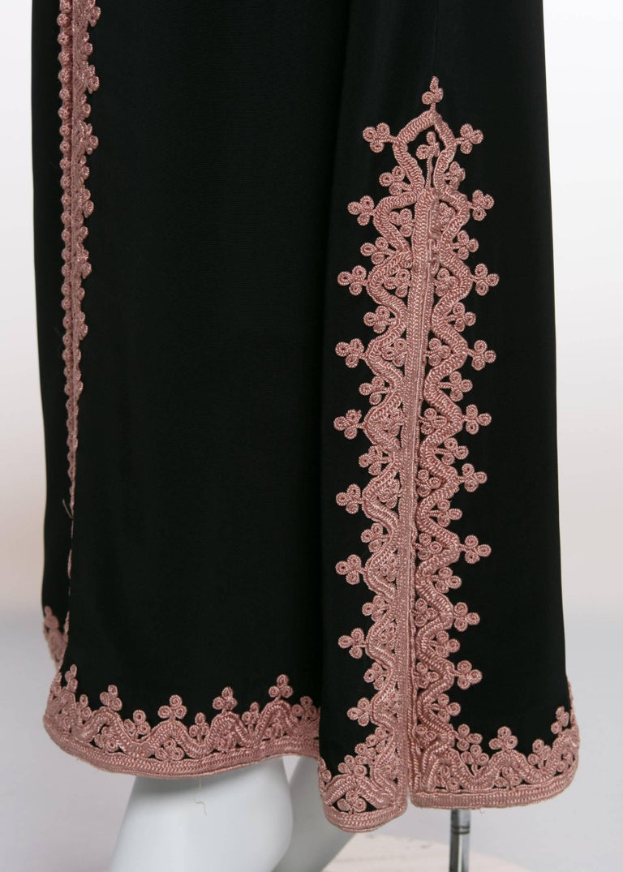 1970s Vintage  'De Velasco Boutique, Tanger' Black Silk Pink Embroidered Caftan For Sale 3